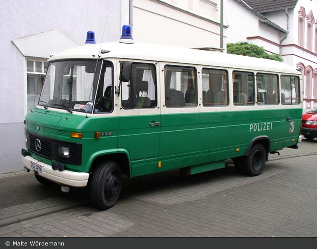 Einsatzfahrzeug os 3499 mb o309 bus bos fahrzeuge for Mercedes benz long beach service department