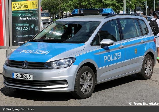 B-30206 - VW Touran - FuStW