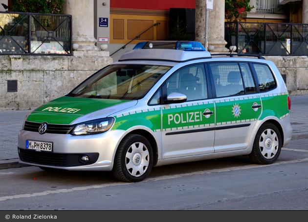 M-PM 8378 - VW Touran I GP2 - FuStW