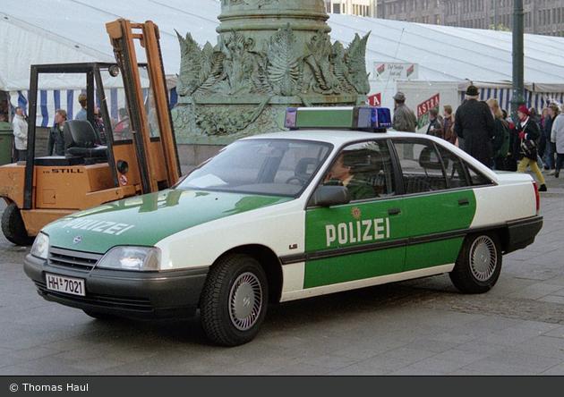 HH-7021 - Opel Omega - FuStW (a.D.)
