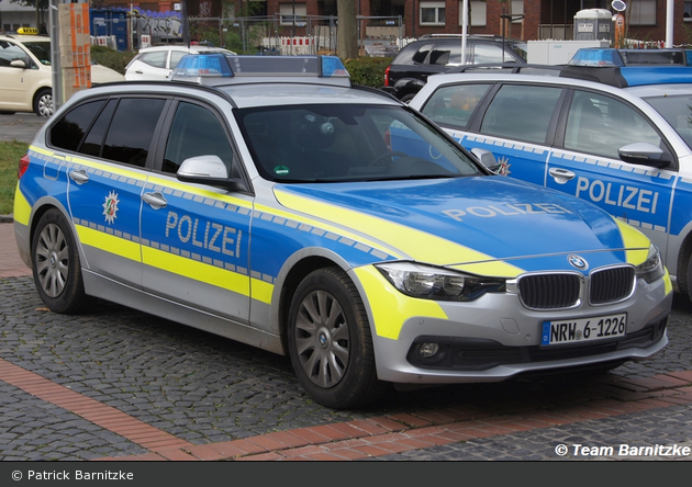 NRW6-1226 - BMW 318d Touring - FuStW