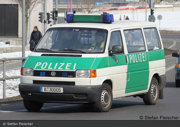 B-30005 - VW T4 - Kleinbus mit Funk