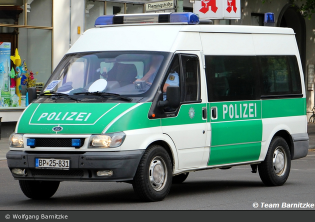 BP25-831 - Ford Transit 115 T330 - HGruKW