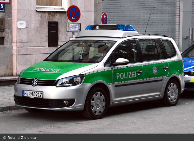 M-PM 8917 - VW Touran I GP2 - FuStW