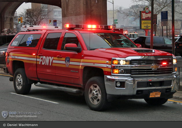 FDNY - EMS - EMS Condition Car 49 - KdoW 952