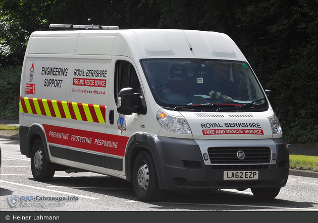 Reading - Royal Berkshire Fire and Rescue Service - Service Car