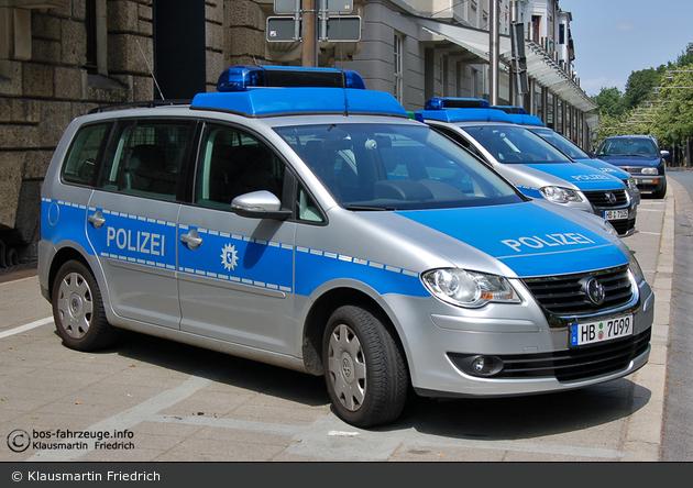 Bremen - VW Touran - FuStW (HB-7099)