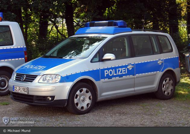 CE-PI 982 - VW Touran - FuStW