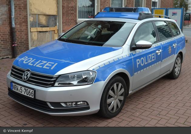 NRW5-7066 - VW Passat B7 Variant - FuStW