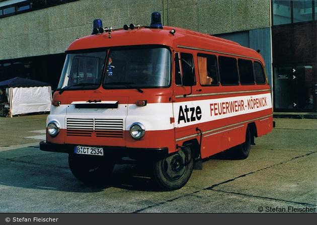 """""""Atze-Feuerwehr"""" MTW der Jugendfeuerwehr Berlin-Köpenick (a.D.)"""